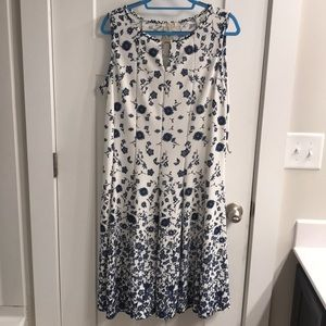 HAANI Woman Floral Dress (2X)